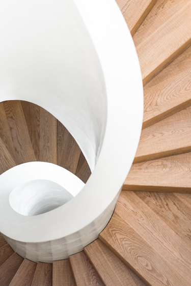 Farbe/ Form/ Material - Treppe